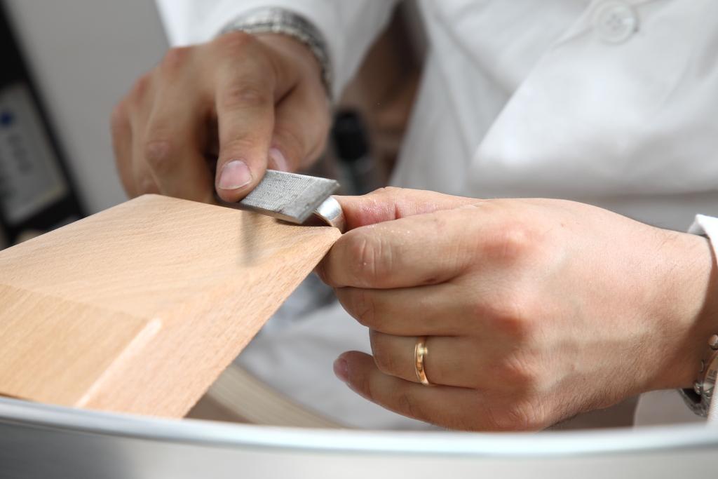 Lavorazioni, riparazioni e personalizzazione di gioielli nel laboratorio oroafo Les creations a Roma
