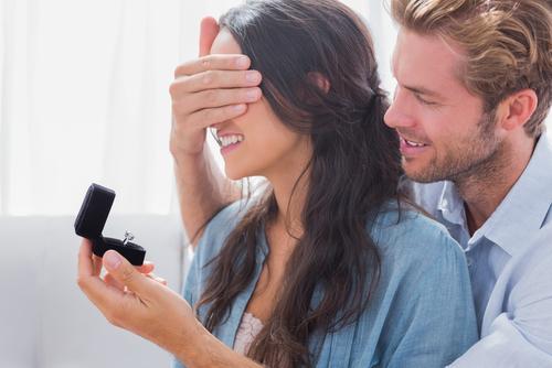 anello di fidanzamento sorpresa