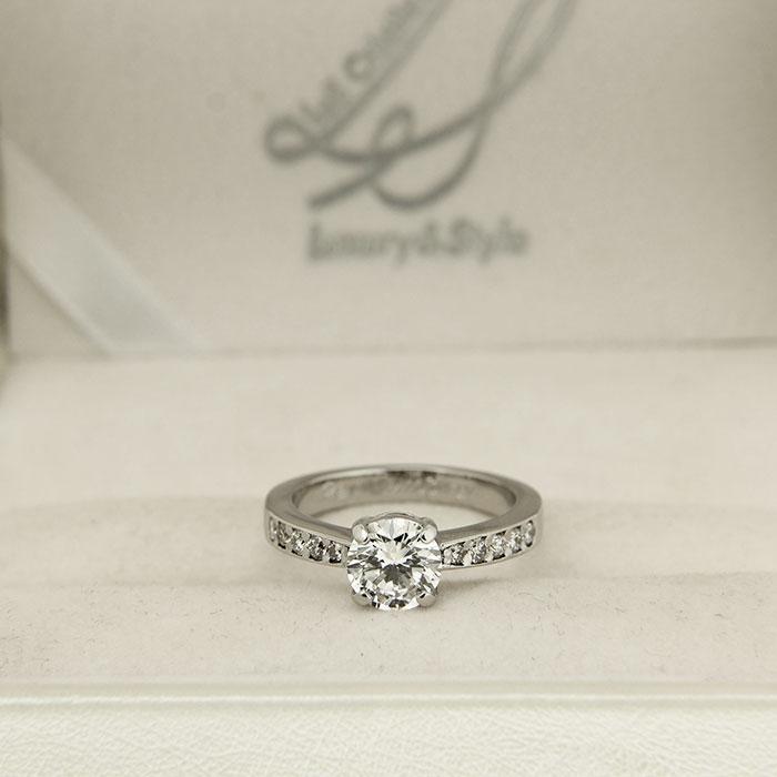 Anello in platino con diamanti a Roma e sullo store online Les Creations