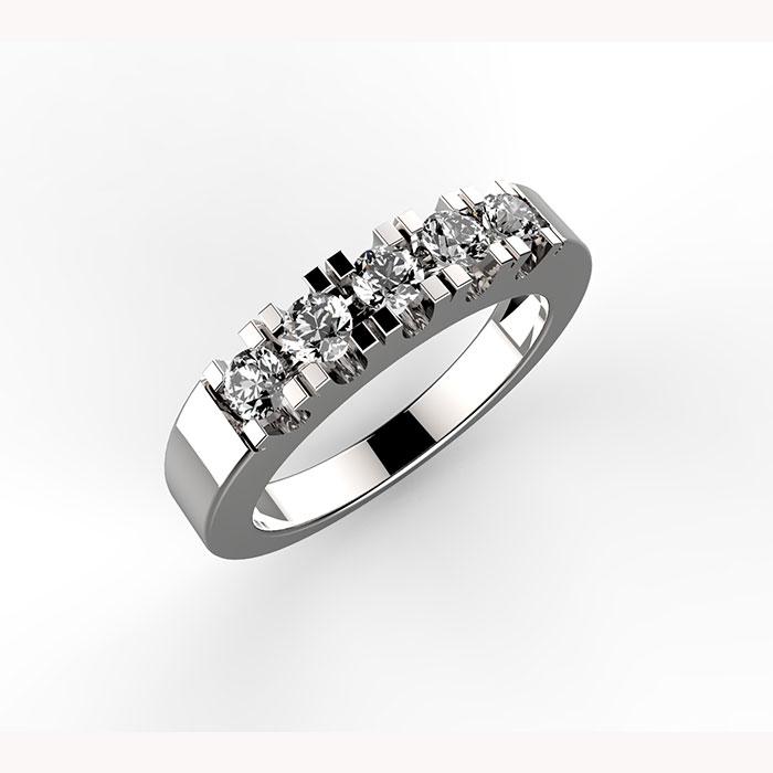 anello in platino o oro con diamanti