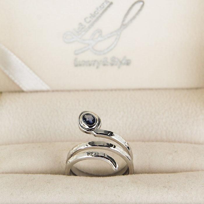 anello a serpente in oro bianco con pietre preziose
