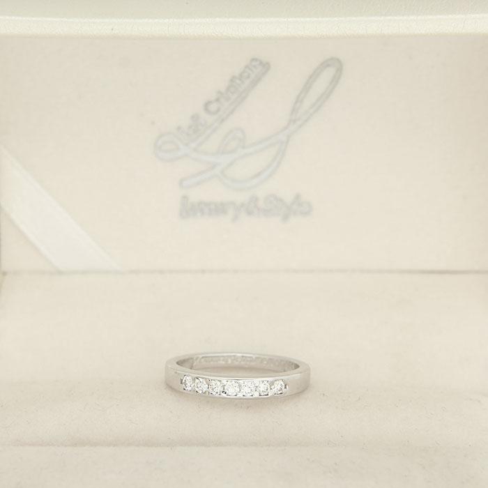 anello in platino o in oro bianco con diamanti a Roma e online