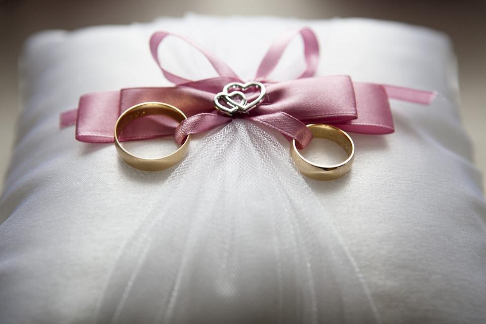 Amore e fedeltà in uno scambio di anelli